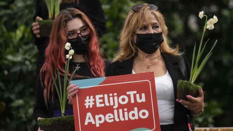El caso de Chile ley para invertir el orden en los apellidos natales
